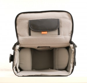 lowepro_rezo_170_inside